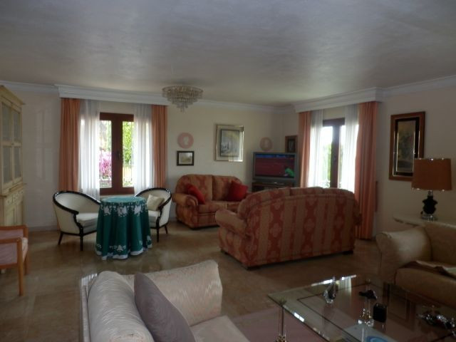 4 bedrooms 2 bathrooms Villa for rent in Marbella for €3,500/Month
