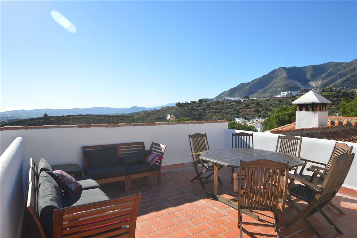 3 bedrooms 3 bathrooms Villa for rent in Mijas Costa for €1,850/Month