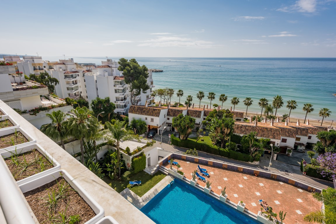 5 bedrooms 4 bathrooms Apartment for rent in Marbella for €3,500/Month