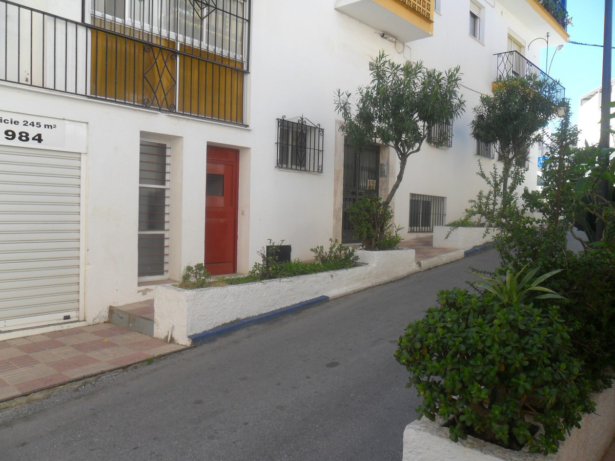 8 bedrooms 0 bathrooms Commercial for venta in Marbella for €155,000