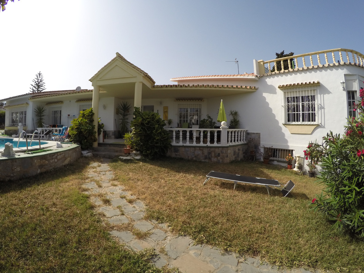 Detached Villa, Benalmadena Costa, Costa del Sol. 4 Bedrooms, 2 Bathrooms, Built 280 m², Terrace 40 , Spain
