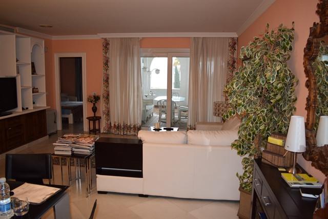 Apartamento con 2 Dormitorios en Venta La Carihuela
