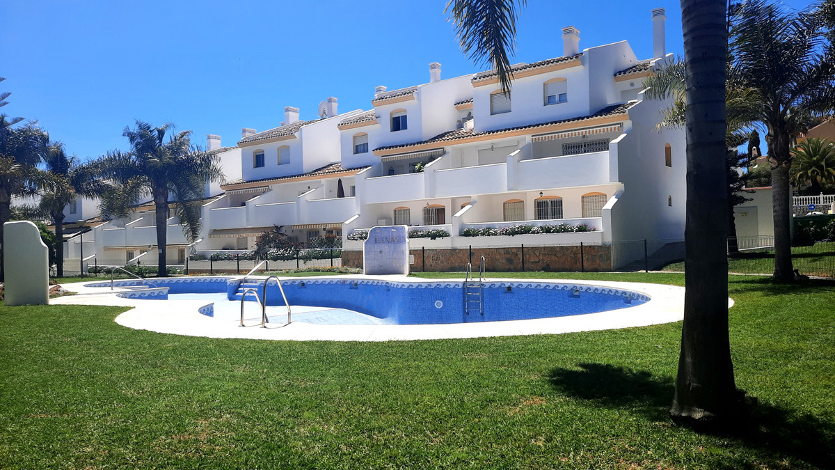 Top Floor Apartment, Calahonda, Costa del Sol. 3 Bedrooms, 2 Bathrooms, Built 83 m², Terrace 15 m². , Spain