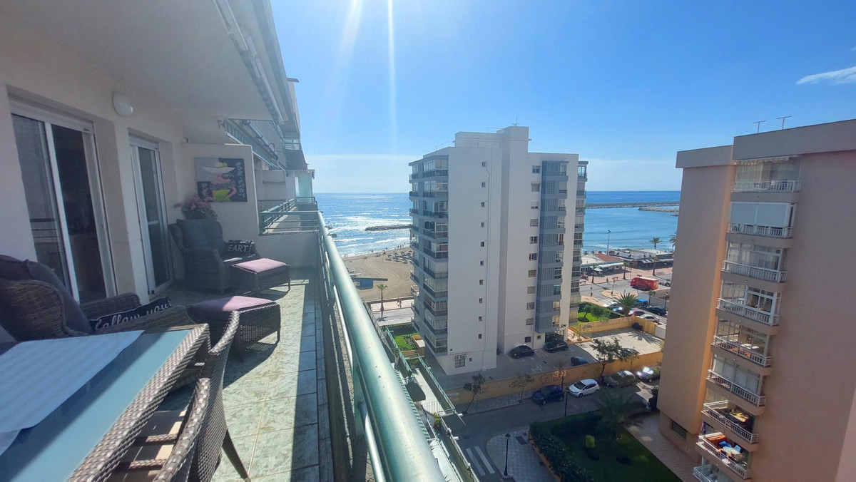 Sunny and bright 3 bedroom, 2 bathroom apartment for sale in Fuengirola. A lovely and spacious apart,Spain