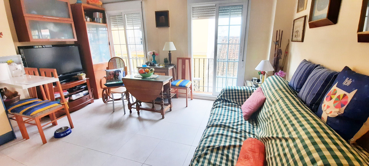 Right in the heart of Fuengirola, in a quiet pedestrian street, cozy one bedroom apartment for sale ,Spain
