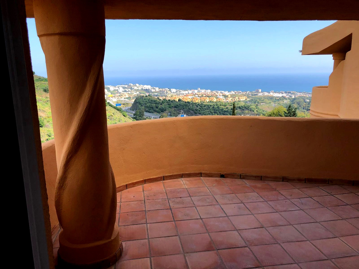 Amazing top floor apartment with stunning  sea views in one of the best sought after urbanizations i, Spain