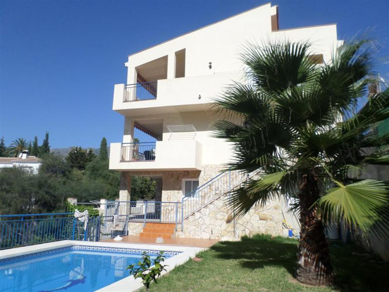 Recently built to high standard, big house for sale in Mijas Costa on the Costa del Sol. This proper, Spain