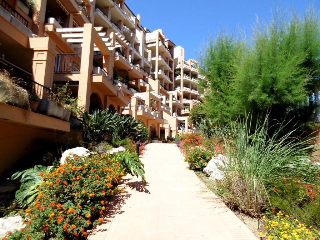 Immaculate apartment for sale in Fuengirola with a large sunny terrace and pleasant views to the gar, Spain