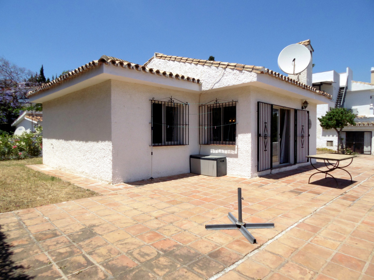 Renovation project! Bungalow for sale in Torreblanca with sea views and possibility to extend the ho, Spain