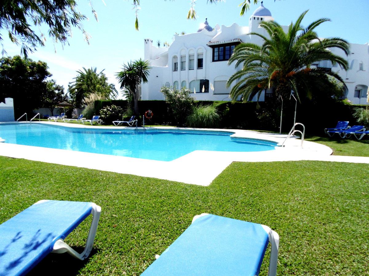 Attractive and well presented sunny apartment in low Calahonda, near El Zoco, walking distance to th, Spain