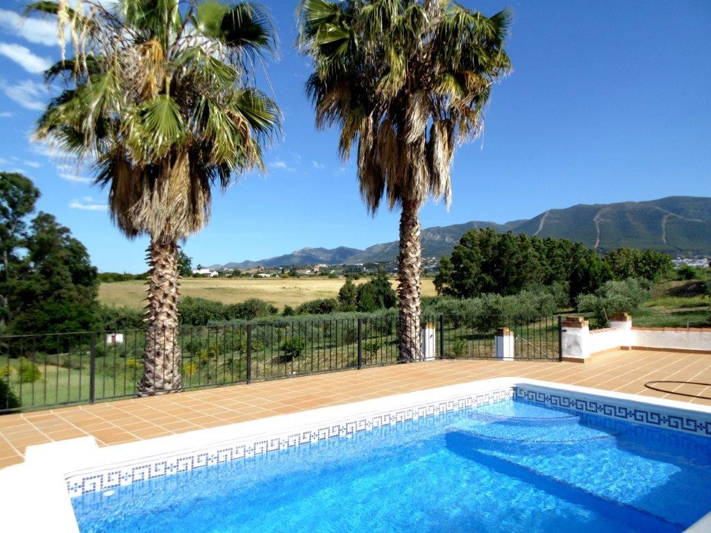Completely modernized finca on 1 floor with excellent qualities!  The plot has fruit trees and the h,Spain