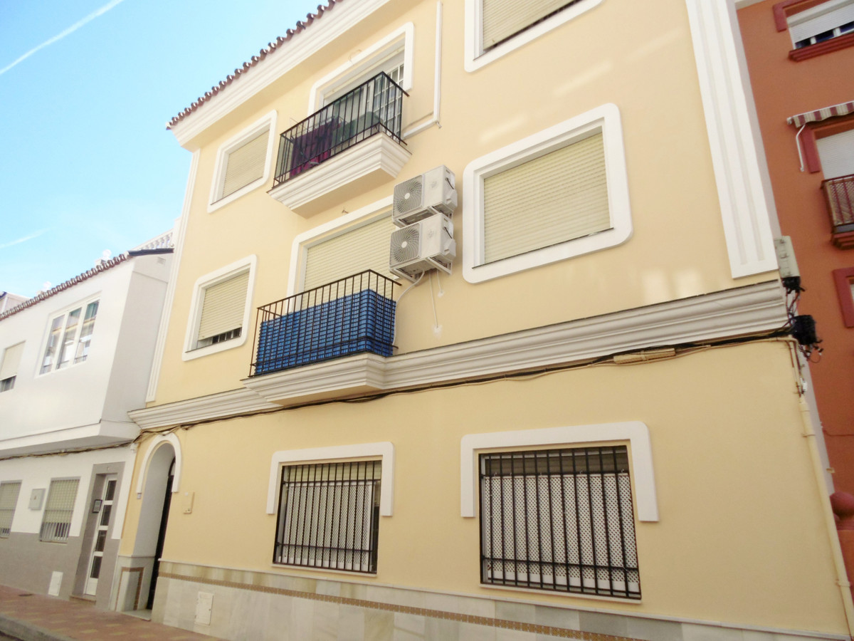 Middle Floor Apartment in Fuengirola R3443947