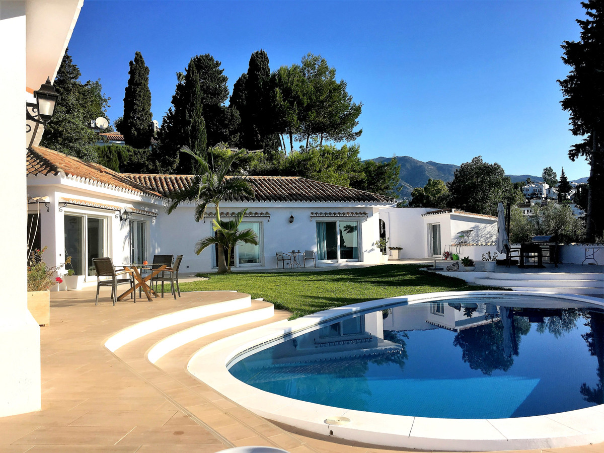 Stunning villa for sale in the best residential area on the outskirst of Fuengirola: La Sierrezuela., Spain