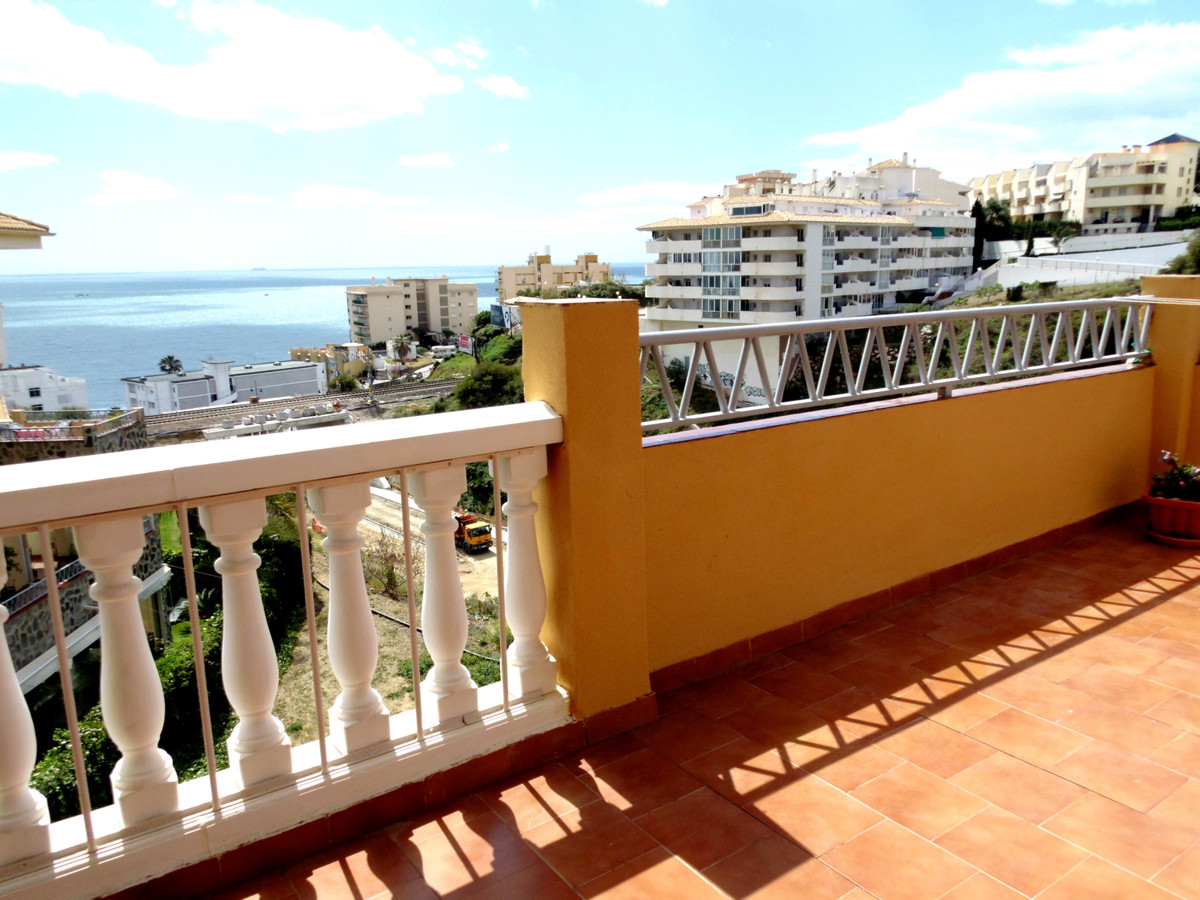 "This ""All Day Sun""--Sunny South facing turn key2B/R End apartment on mid floor is superbly, Spain"