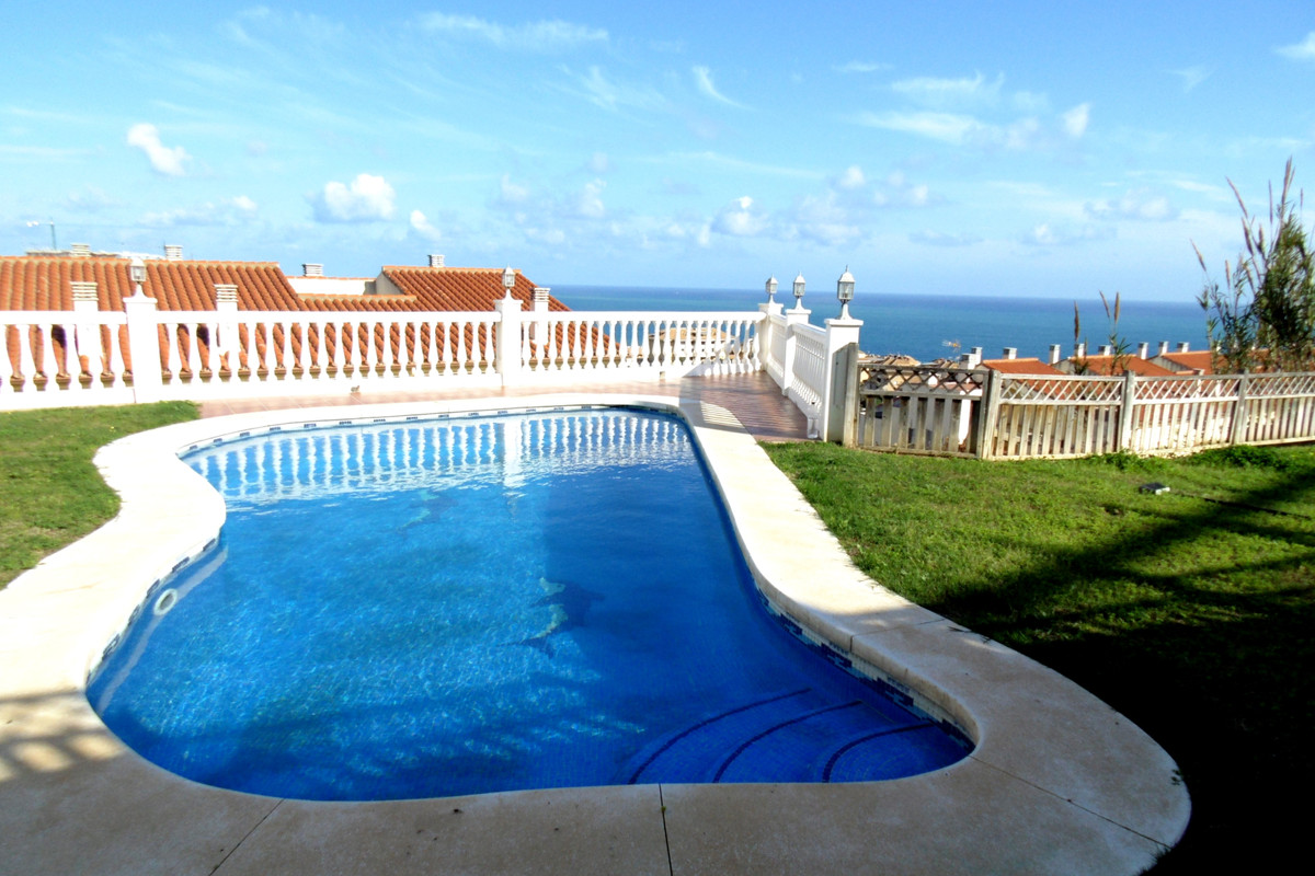 Incredible Townhouse in a lovely urbanisation, only walking distance to the beach in Torreblanca. Th,Spain