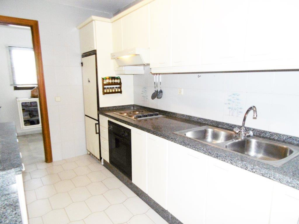 Large 3 bedrooms, 2 bathroom apartment for sale in an enclosed urbanization near to amenities.  This,Spain