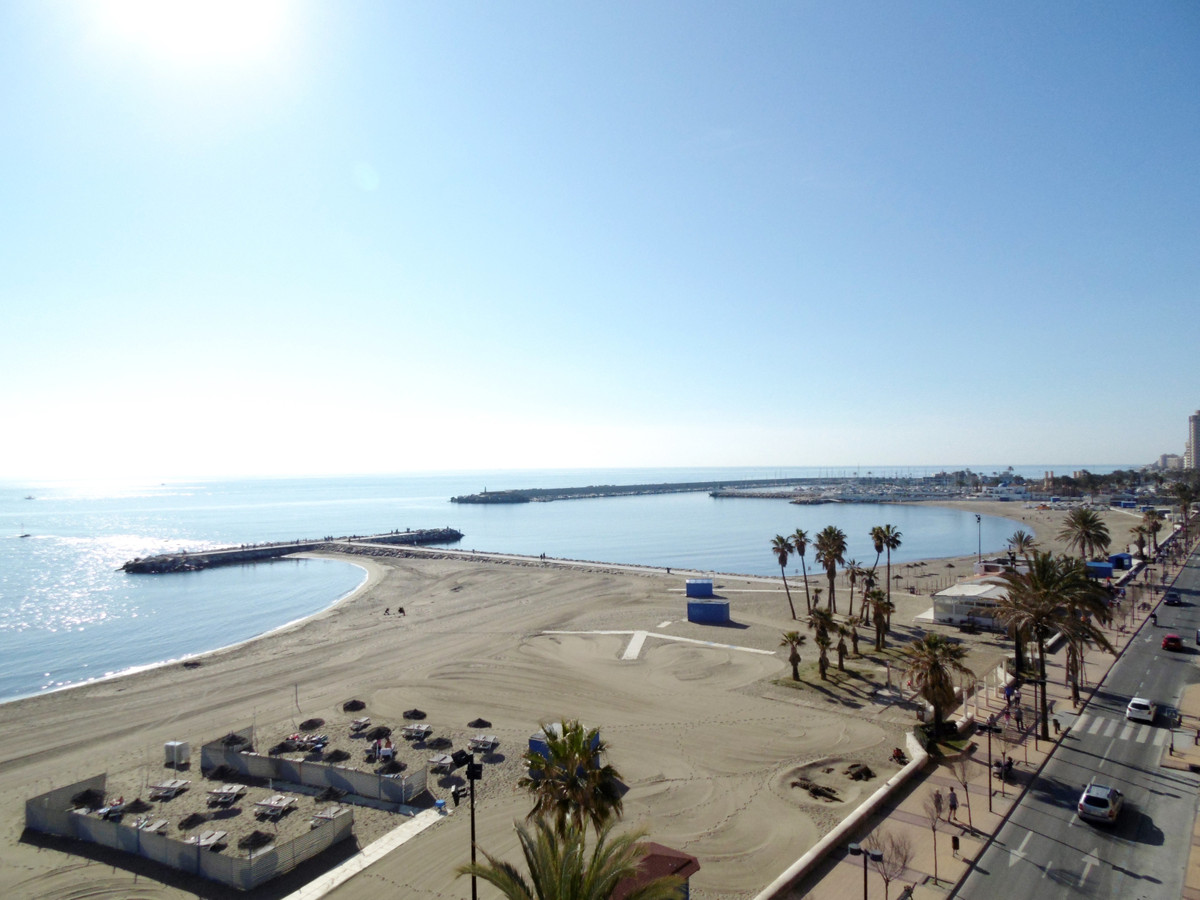 Front line beach studio for sale in Fuengirola with amazing sea views in a nice complex with heated ,Spain