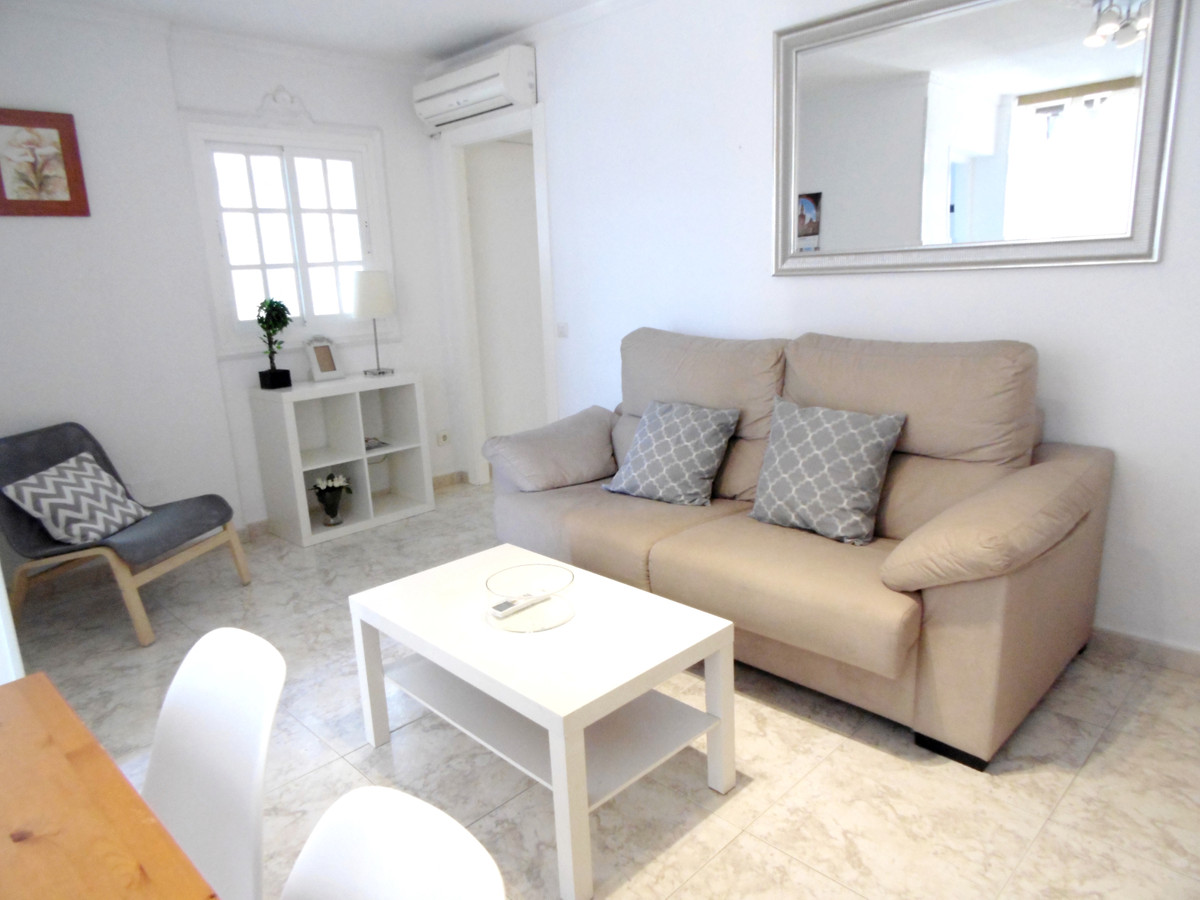 Second line beach apartment for sale in the centre of Fuengirola, set in an excellent location close,Spain
