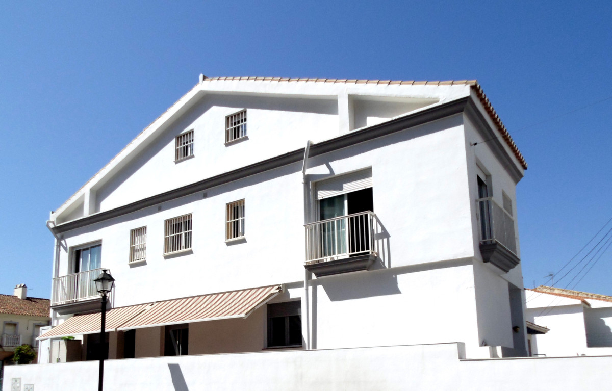Semi-Detached House, Fuengirola, Costa del Sol. 6 Bedrooms, 4 Bathrooms, Built 270 m², Terrace 12 m², Spain