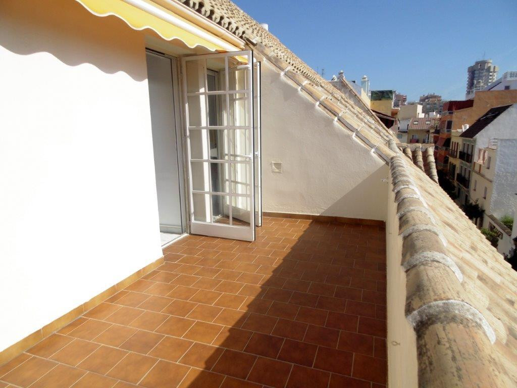 Sunny penthouse for sale in the heart of Fuengirola, on the Costa del Sol, with a large terrace of 4, Spain