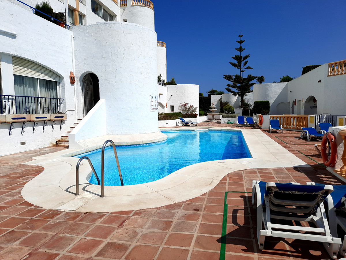 Great views, lock up garage and private garden, what more do you need? We are delighted to present t, Spain