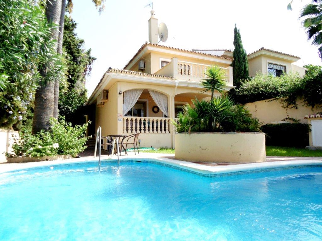 Semi-Detached House, Sierrezuela, Costa del Sol. 4 Bedrooms, 3 Bathrooms, Built 255 m², Terrace 56 m, Spain