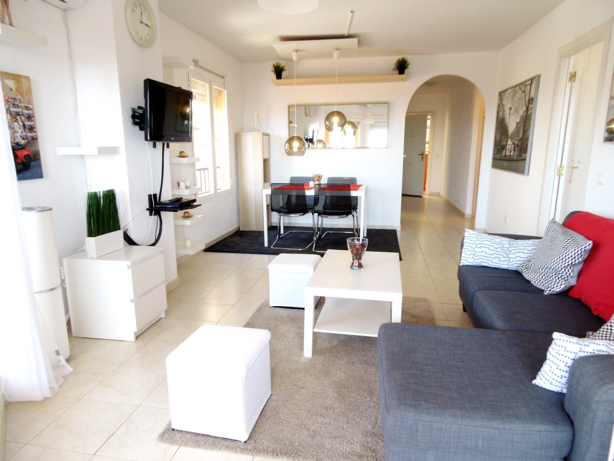 Beautiful elevated ground floor for sale in Riviera del Sol, very sunny and bright. This corner apar, Spain