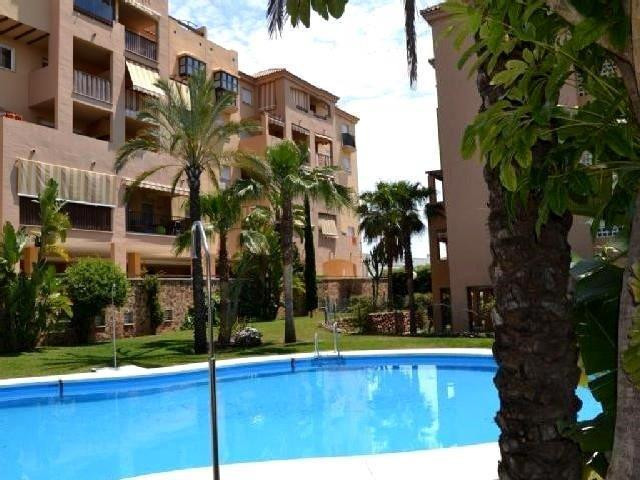 Beautiful penthouse for sale in the residential area of Los Pacos. This property is st in an enclose, Spain