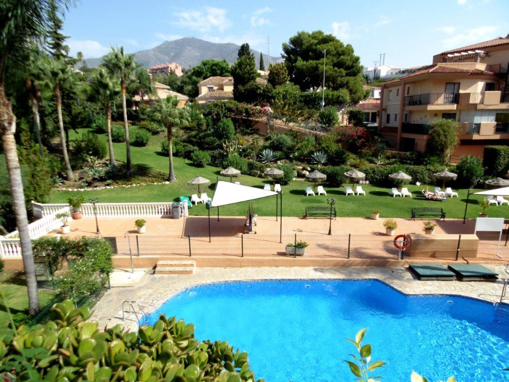 Beautiful 2 bedroom apartment in a sough after urbanization with pool, gardens and easy acces to the,Spain