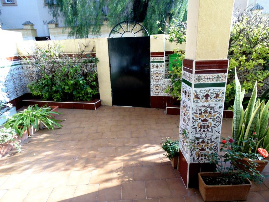 Cozy townhouse for sale in Los Boliches, one of the sougth after areas of Fuengirola. This property ,Spain