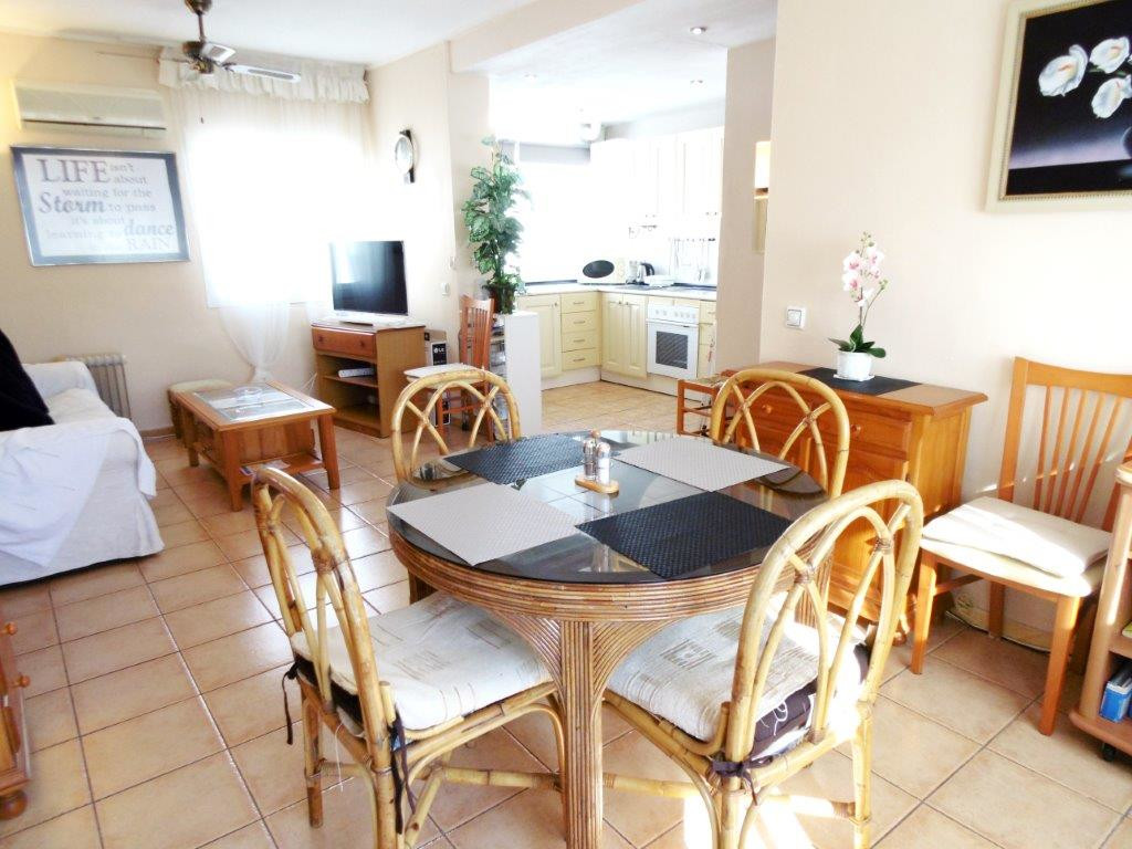 Top floor apartment for sale in the heart of Fuegirola, close to all amenities.  This apartment was ,Spain