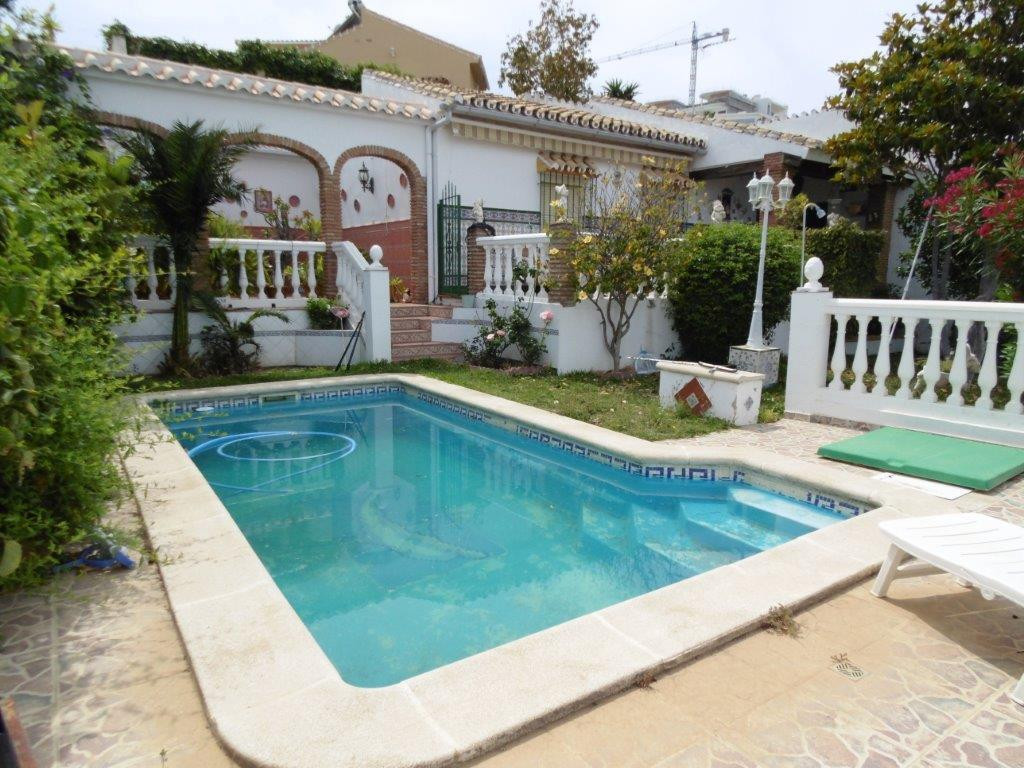 Rustic villa for sale with Andalusian style for sale in a residential area of Torremar, on the Costa, Spain