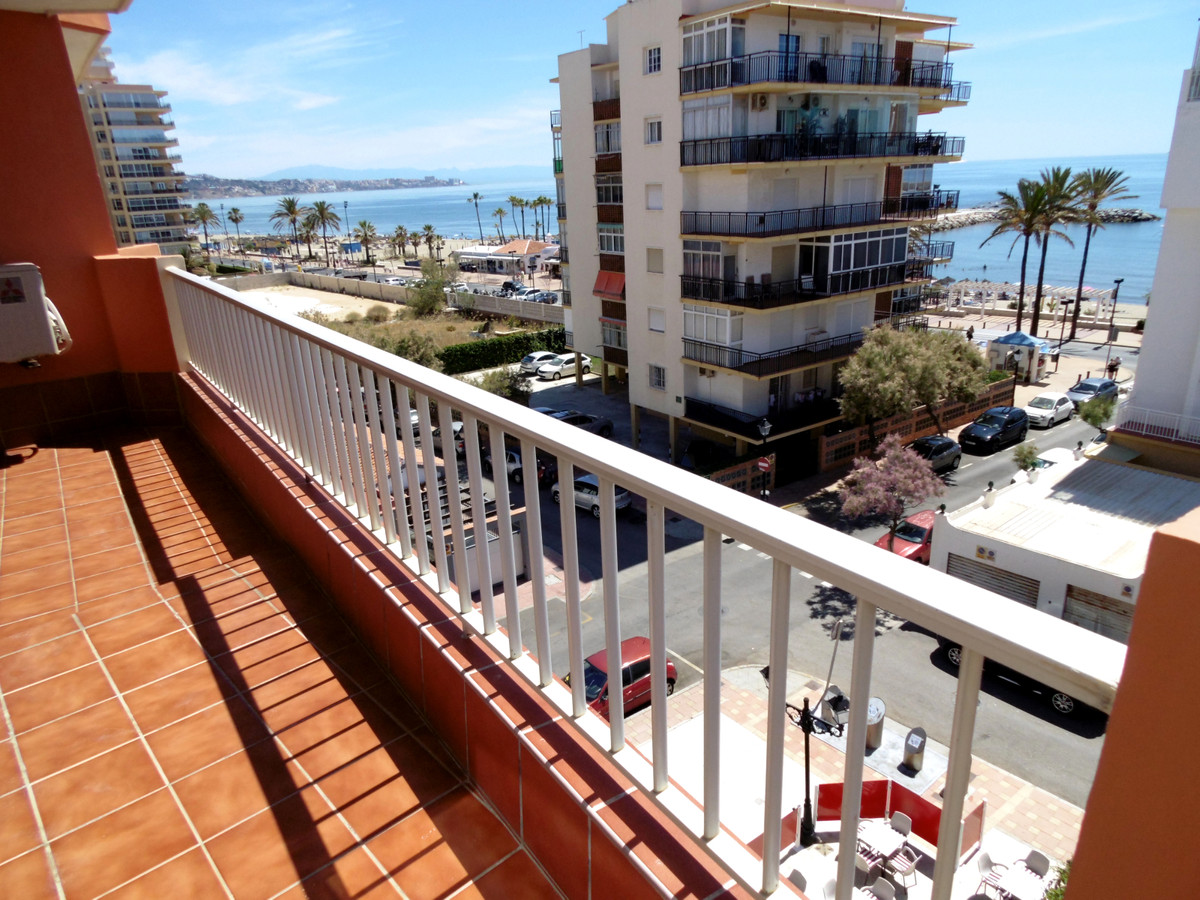 Massive corner apartment for sale second line beach in Fuengirola with beautiful sea views and a fan, Spain