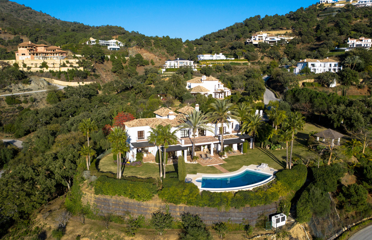 4 Bedrooms Villa For Sale - La Zagaleta