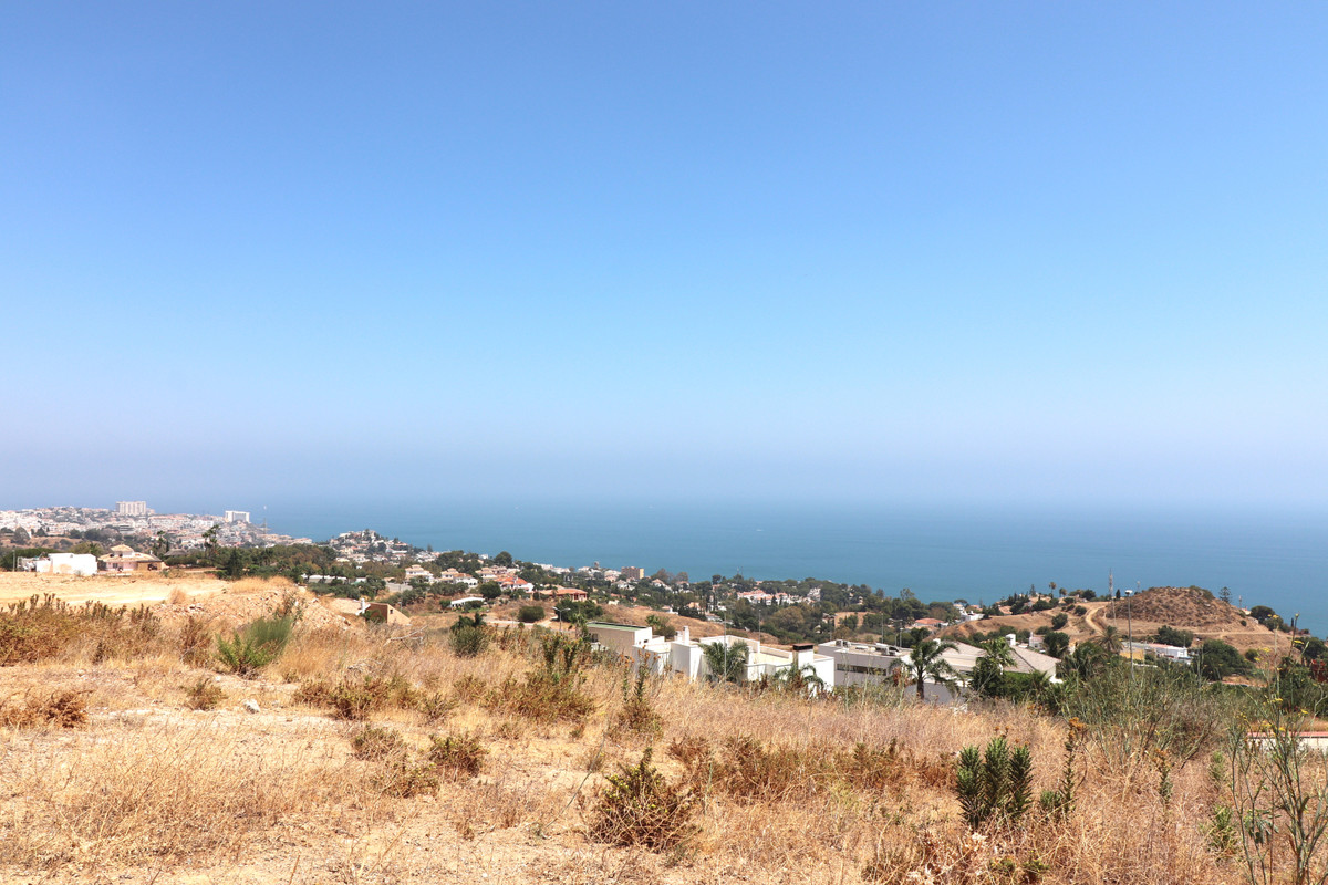 """Plots are sold together in the area of the Stupa de Benalmadena. Ideal for promoters. Anexcept, Spain"