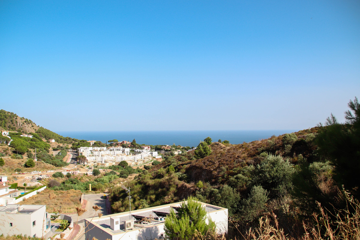 Plot with project for a fascinating 4 bedroom villa in the private urbanization of Buenavista, just , Spain