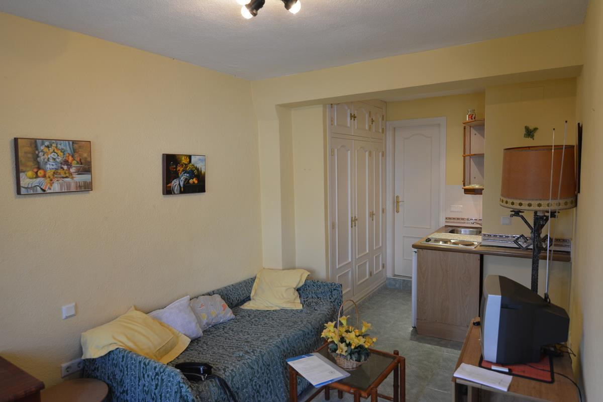 Cozy studio a few meters from the beach, very quiet area, very well kept urbanization, close to seve,Spain