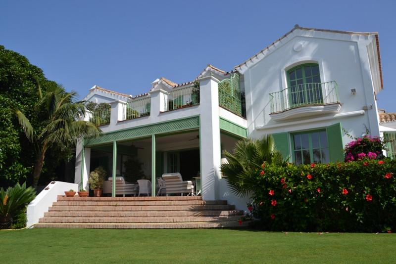 Villa – Chalet en venta en Guadalmina Baja – R2331389
