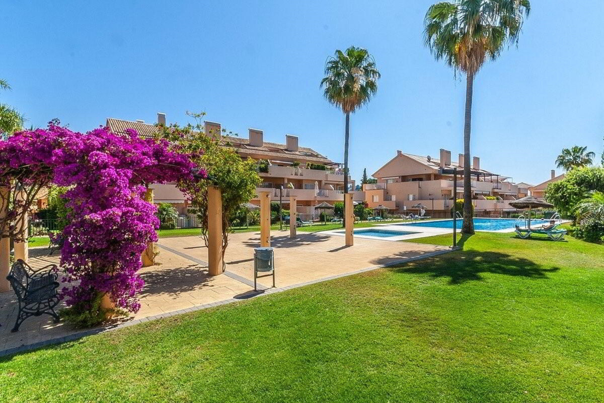 2 bedroom apartment for sale elviria