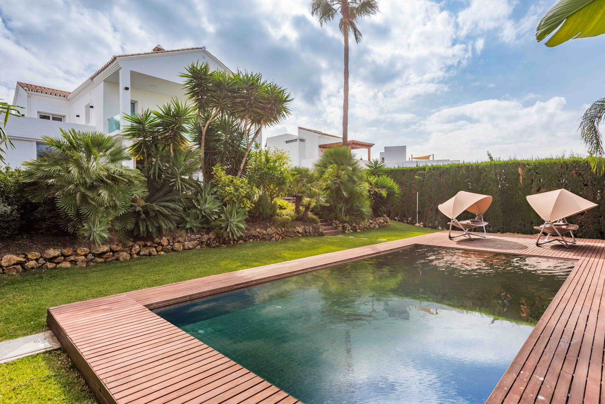 REDUCED FROM 2,400,000 euros A totally renovated, four bedroom villa in Nueva Andalucia, Marbella. S,Spain
