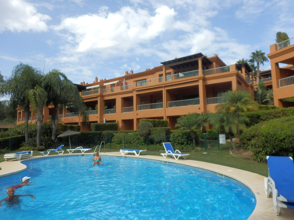 Marbella Banus Apartamento Planta Media en Venta en Benahavís – R3501550