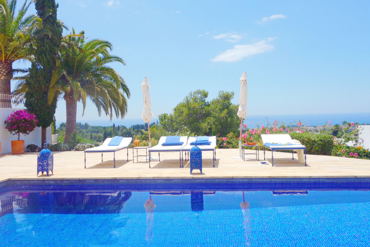 Spectacular villa located in the demanded and exclusive area of ??Marbella Hill Club, considered one,Spain