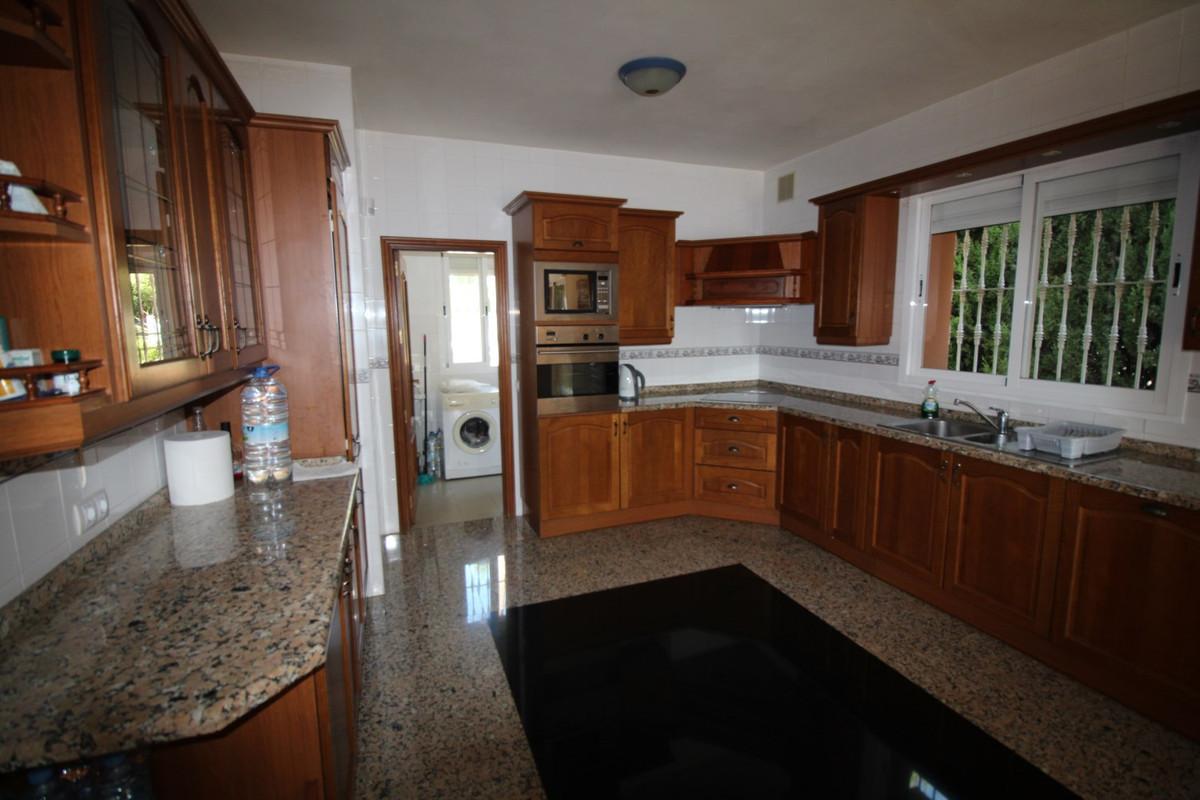 Villa Detached for sale in Nueva Andalucía, Costa del Sol