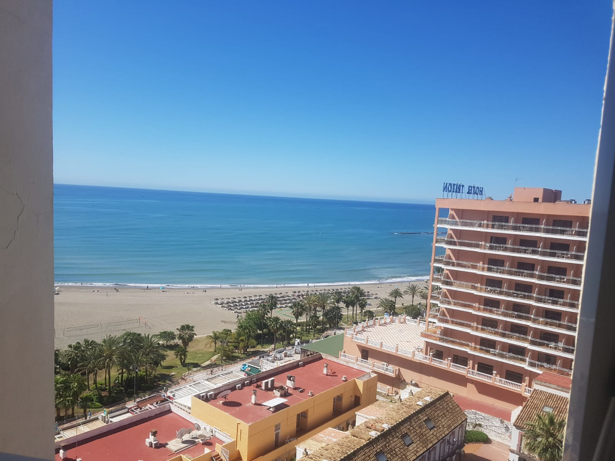 ATTENTION INVESTORS! Front line beach studio in Puerto Marina   26m2 studio with a cozy terrace in T,Spain