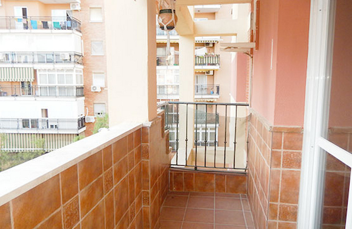 Apartamento Planta Media a la venta en Torremolinos Centro