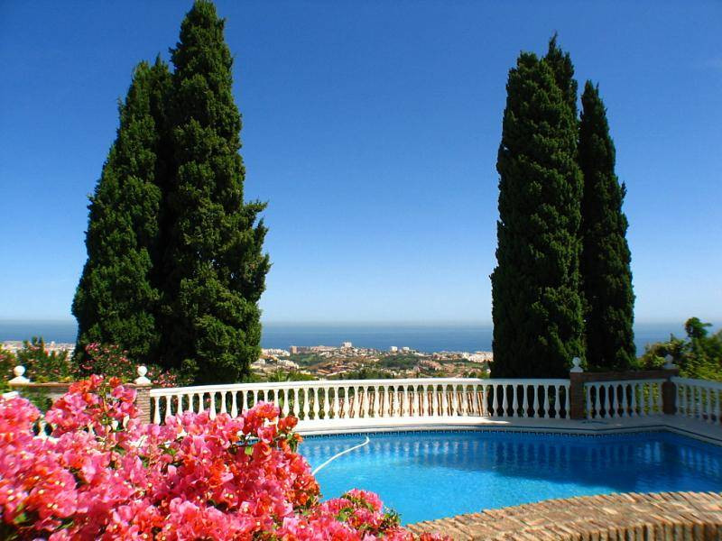 Once in this magnificent 4-bedroom villa, designed by the famous American architect Frank Lloyd WrigSpain