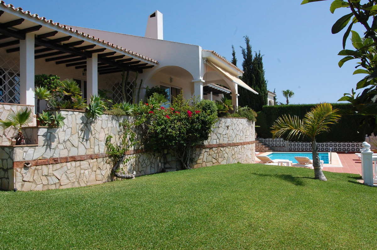 Luxury One floor villa next to the golf course, to all shops , supermarkets , restaurants , banks, s,Spain