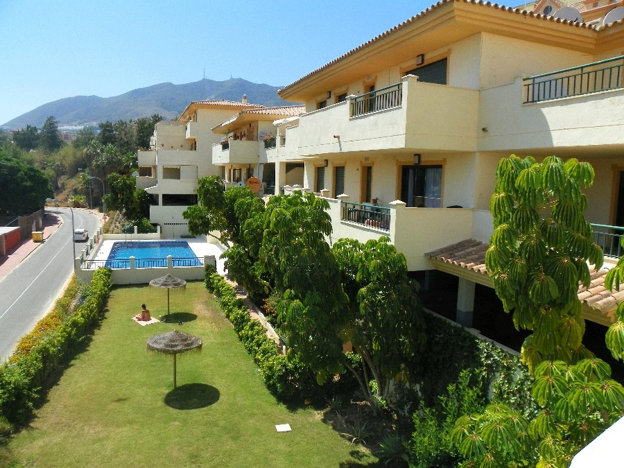 This 2 bedroom apartment in Torrequebrada in front of the golf course in the very quiet and quoted F, Spain