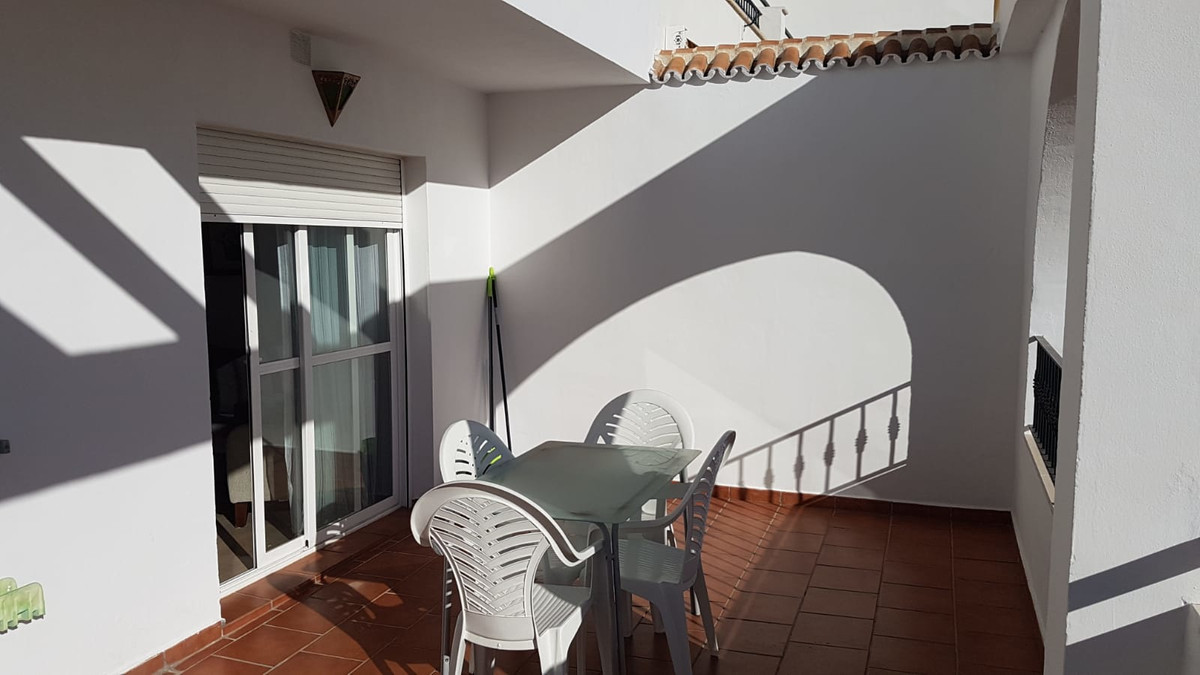 This apartment of 70 sq.mts.built and 15 sq.mts. terrace in excellent condition with sea views is so,Spain