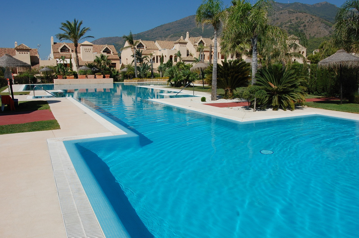 Wonderful fully furnished suite apartment, 69 sq.mts. useful, designed in contemporary style, with h, Spain